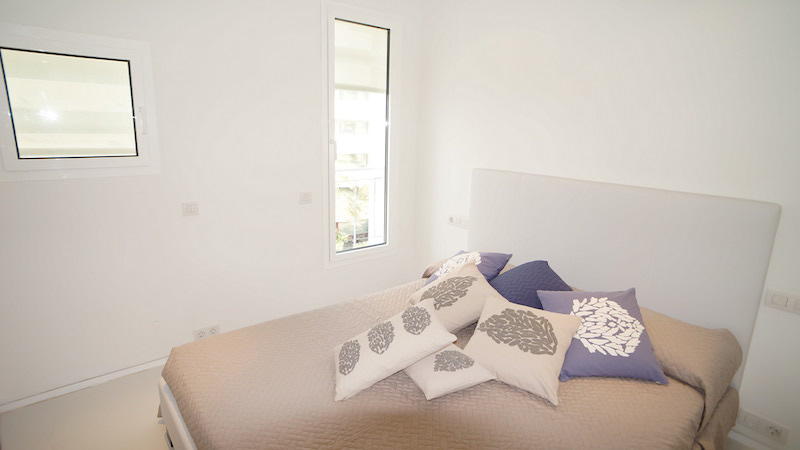 Habitación 2 - Patio Blanco - Marina Botafoch copia