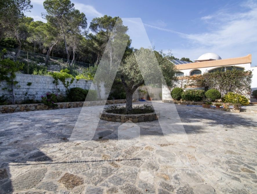 RESIZ_Can-LLuis-5-bedroom-House-for-Sale-in-Ibiza-10-886x670
