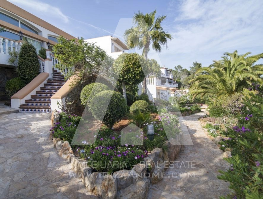 RESIZ_Can-LLuis-5-bedroom-House-for-Sale-in-Ibiza-11-886x670