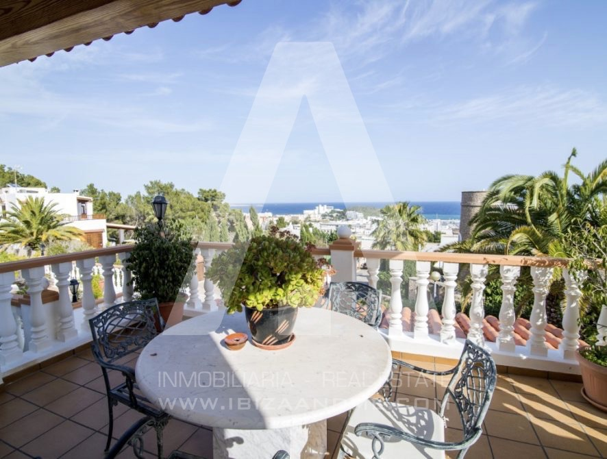 RESIZ_Can-LLuis-5-bedroom-House-for-Sale-in-Ibiza-12-886x670