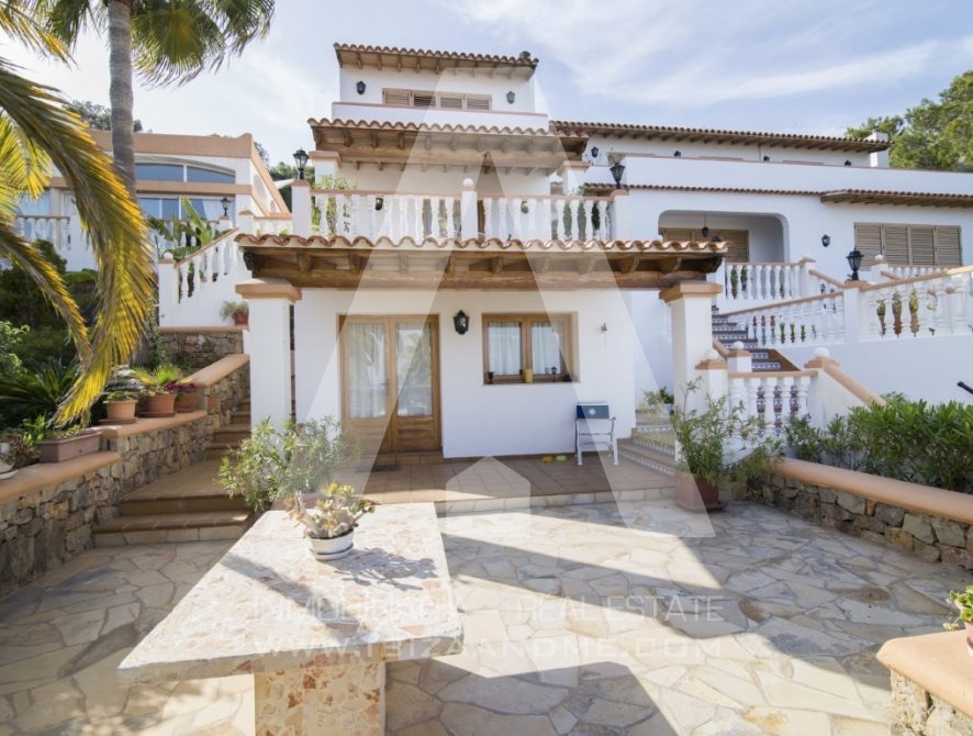 RESIZ_Can-LLuis-5-bedroom-House-for-Sale-in-Ibiza-13-886x670