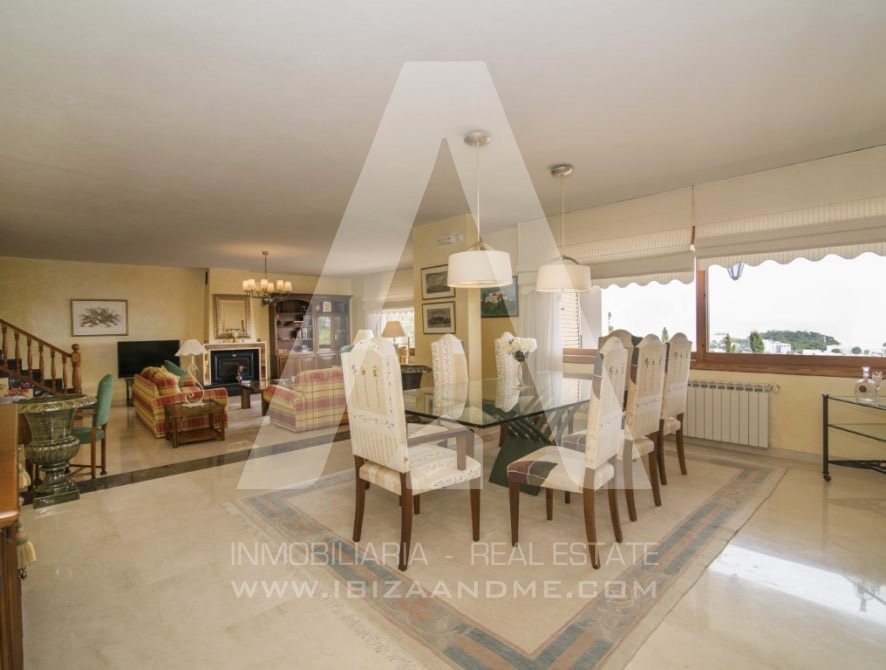 RESIZ_Can-LLuis-5-bedroom-House-for-Sale-in-Ibiza-14-886x670
