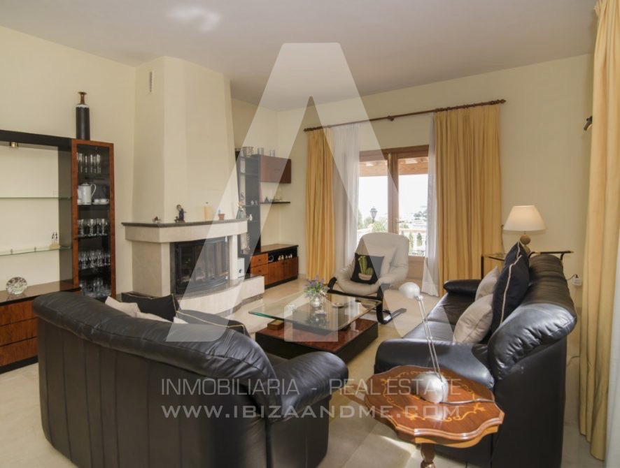 RESIZ_Can-LLuis-5-bedroom-House-for-Sale-in-Ibiza-17-886x670