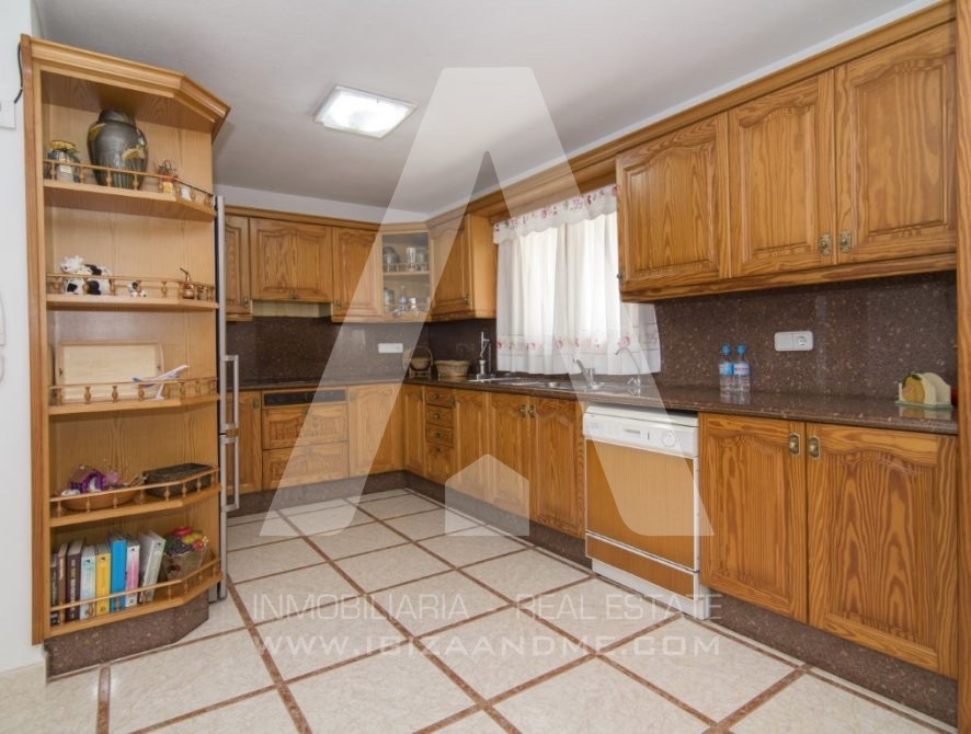 RESIZ_Can-LLuis-5-bedroom-House-for-Sale-in-Ibiza-18-886x670