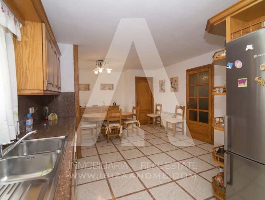 RESIZ_Can-LLuis-5-bedroom-House-for-Sale-in-Ibiza-19-886x670