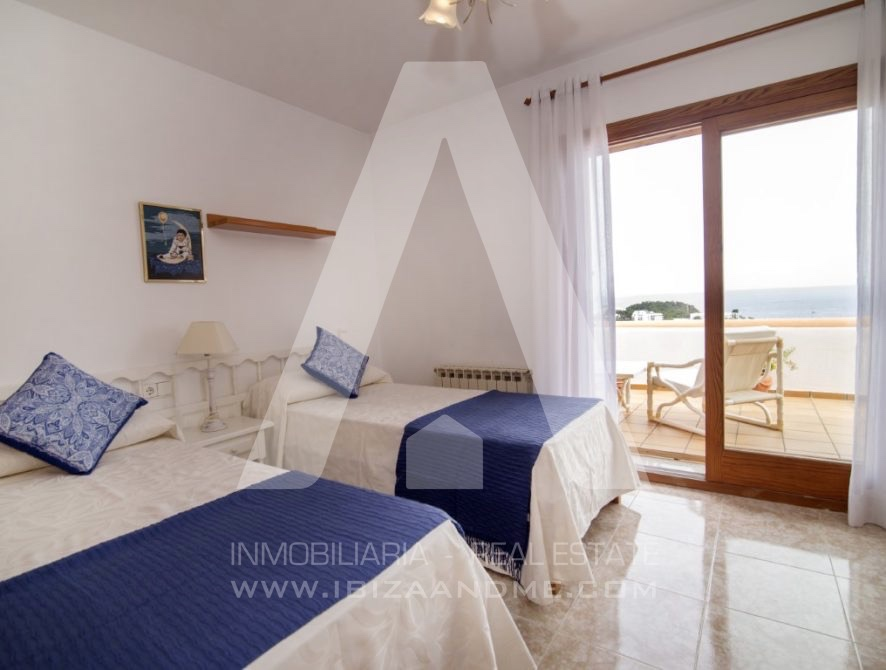 RESIZ_Can-LLuis-5-bedroom-House-for-Sale-in-Ibiza-20-886x670