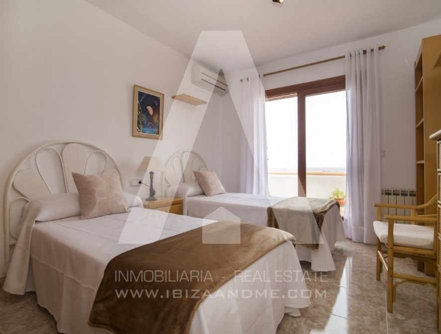 RESIZ_Can-LLuis-5-bedroom-House-for-Sale-in-Ibiza-21-886x670