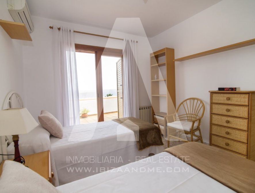 RESIZ_Can-LLuis-5-bedroom-House-for-Sale-in-Ibiza-22-886x670
