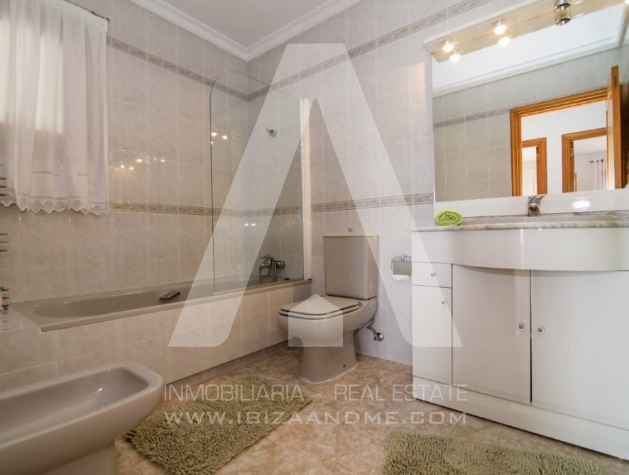 RESIZ_Can-LLuis-5-bedroom-House-for-Sale-in-Ibiza-24-886x670