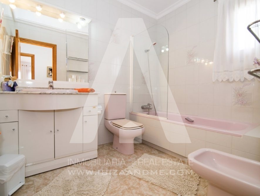 RESIZ_Can-LLuis-5-bedroom-House-for-Sale-in-Ibiza-25-886x670