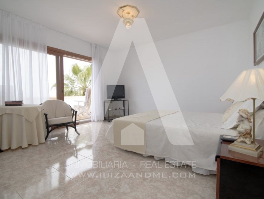 RESIZ_Can-LLuis-5-bedroom-House-for-Sale-in-Ibiza-26-886x670