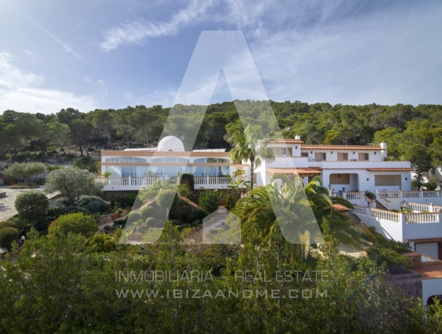 RESIZ_Can-LLuis-5-bedroom-House-for-Sale-in-Ibiza-3-886x670