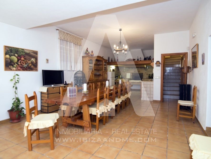 RESIZ_Can-LLuis-5-bedroom-House-for-Sale-in-Ibiza-31-886x670
