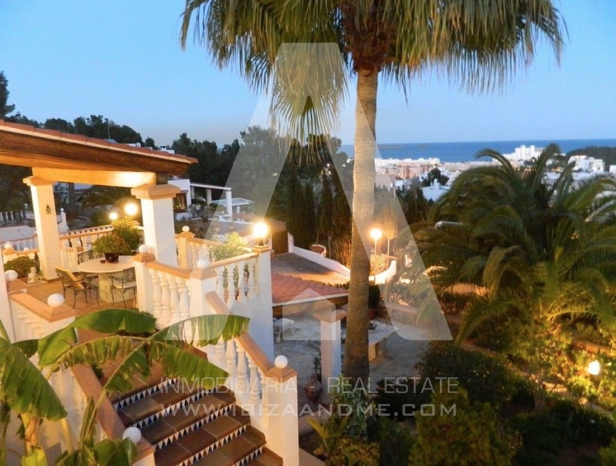 RESIZ_Can-LLuis-5-bedroom-House-for-Sale-in-Ibiza-32-886x670