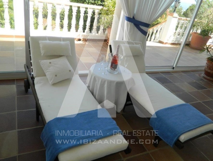 RESIZ_Can-LLuis-5-bedroom-House-for-Sale-in-Ibiza-34-886x670