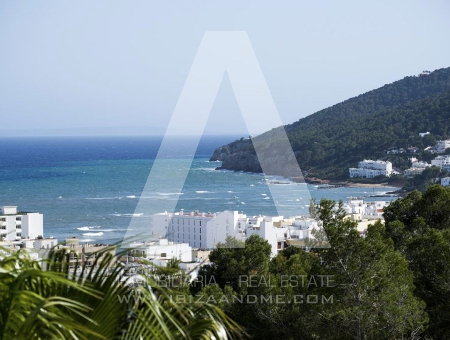 RESIZ_Can-LLuis-5-bedroom-House-for-Sale-in-Ibiza-9-886x670