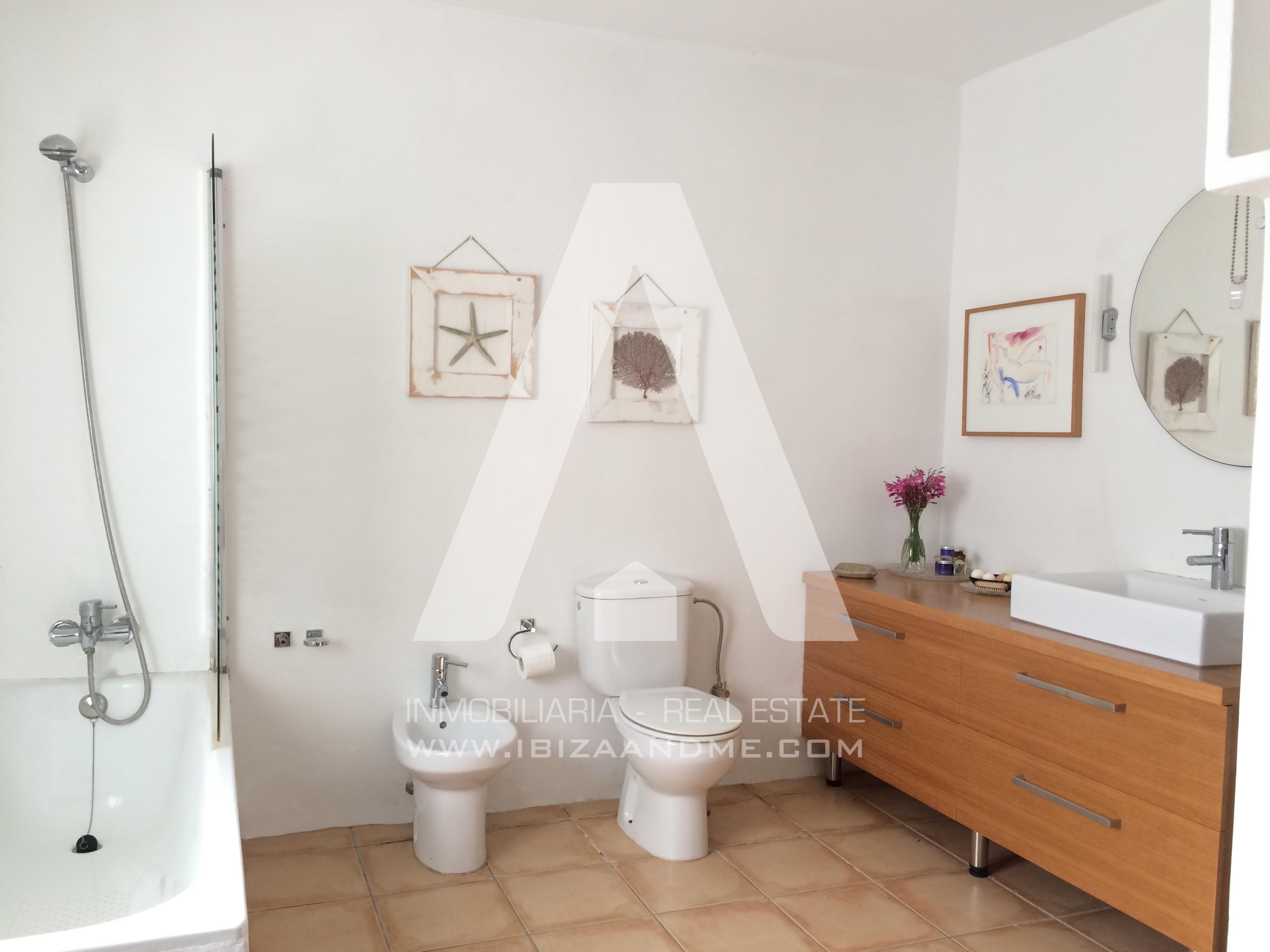 agua_11.Bathroom Main House