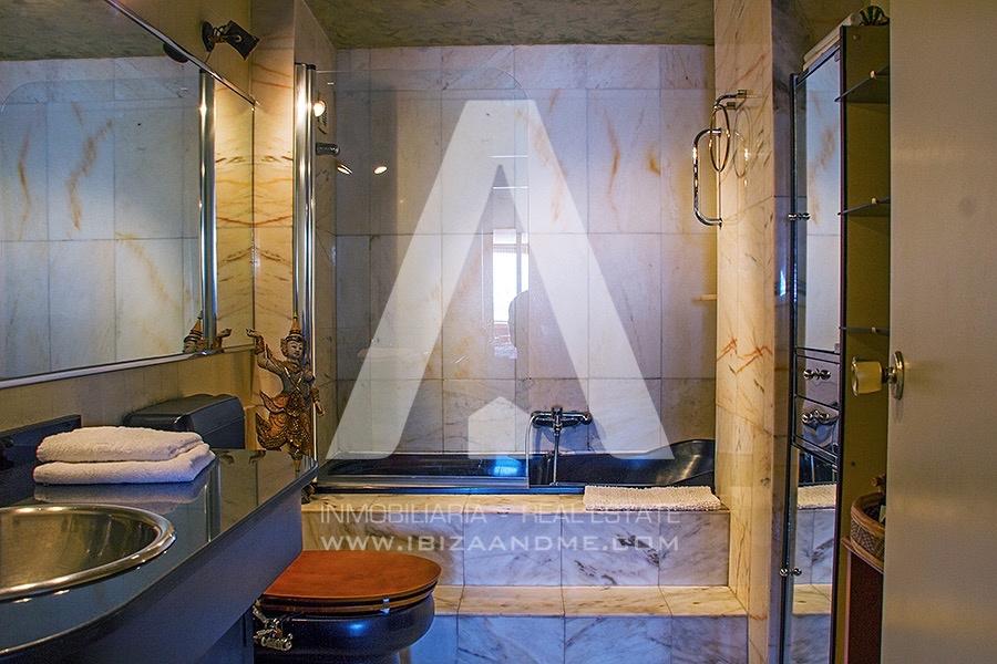 agua_14-Main Bathroom-Baño en suite