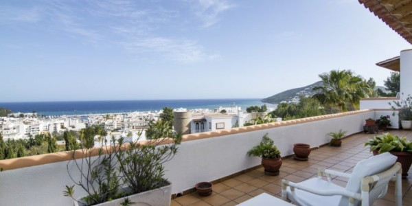 Can-LLuis-5-bedroom-House-for-Sale-in-Ibiza-5-886x670